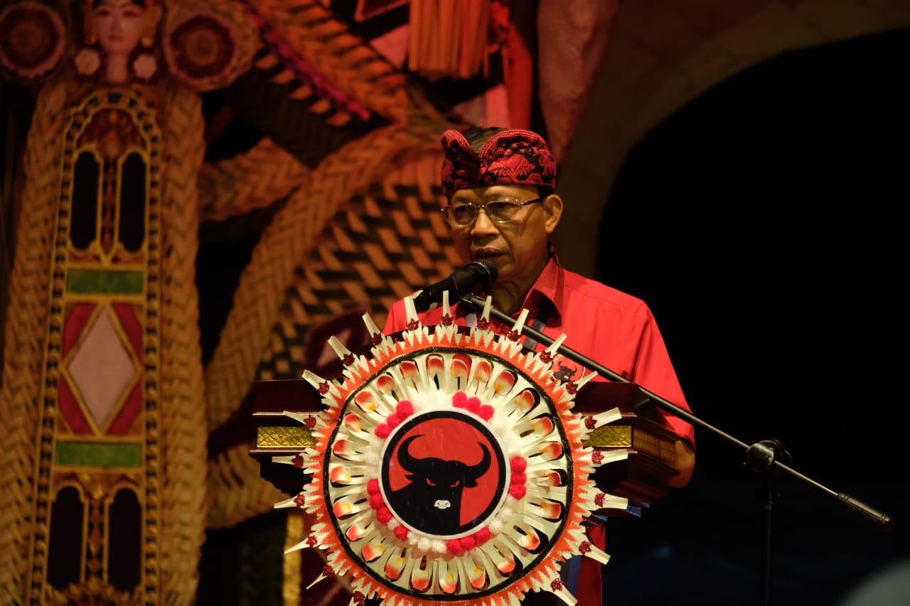 Keren, Pelantikan Anggota DPRD Bali Gunakan Busana Adat