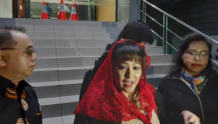 Dewi Tanjung Laporkan Akun @LisaAmartatara3