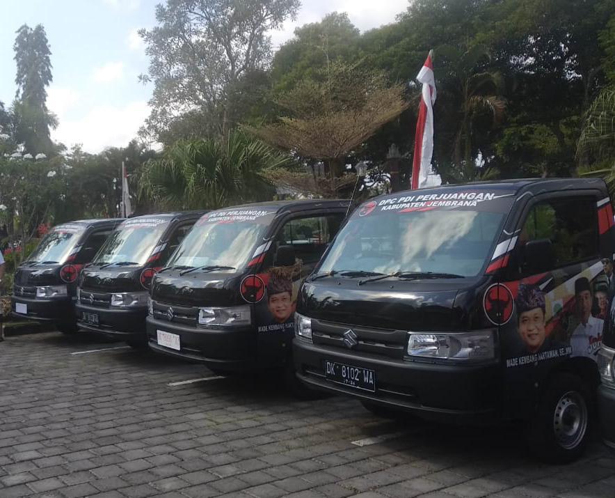 Anggota DPRD Jembrana dari PDI Perjuangan Pamer 'Mobil Baru'