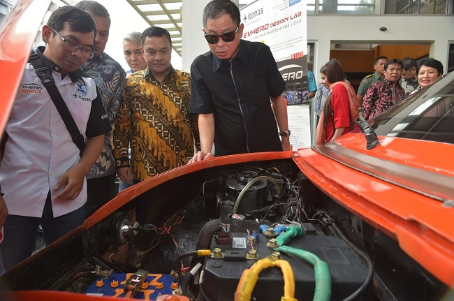 Jokowi Teken PP Kendaraan Bermotor Listrik Berbasis Baterai