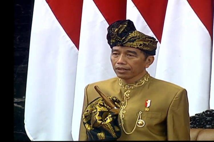Kenakan Pakaian Adat, Presiden Mantap Sampaikan Pidato