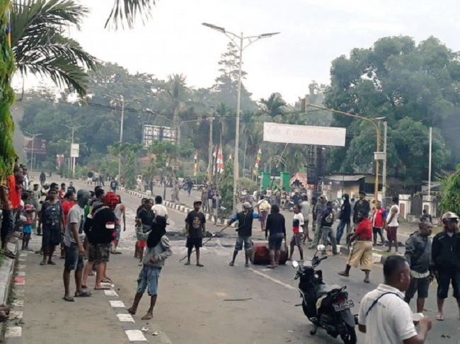 Eva: Kerusuhan di Manokwari Sebuah Orkestra Politik