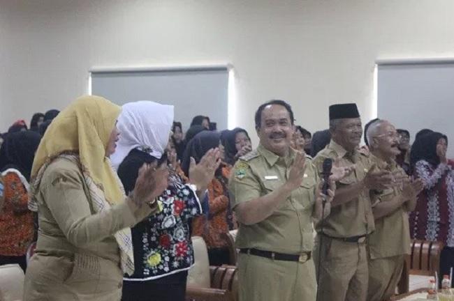Pemkab Pangandaran Kuliahkan 100 Guru Per Kecamatan