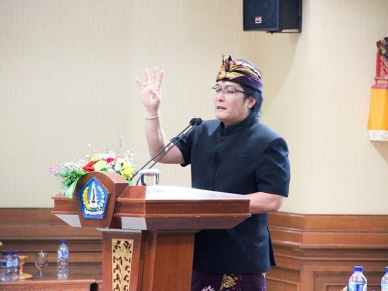 Giri Prasta Ajak Anggota DPRD Pegang Janji Jabatan