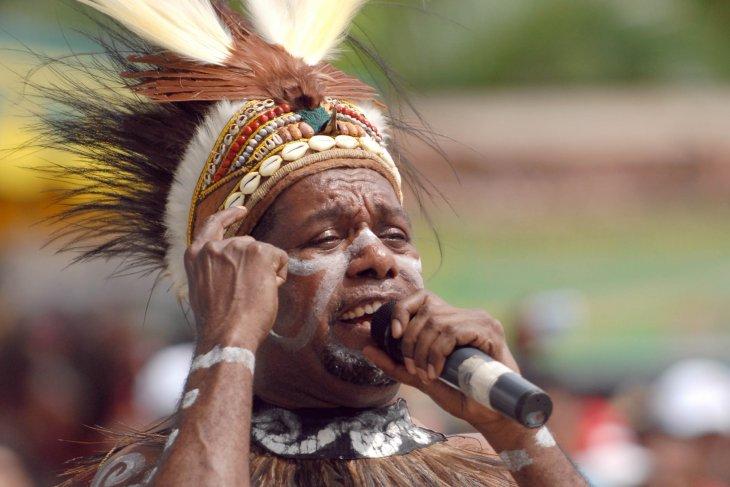 Edo Sarankan Pemimpin Daerah Papua dan Jatim Bertemu
