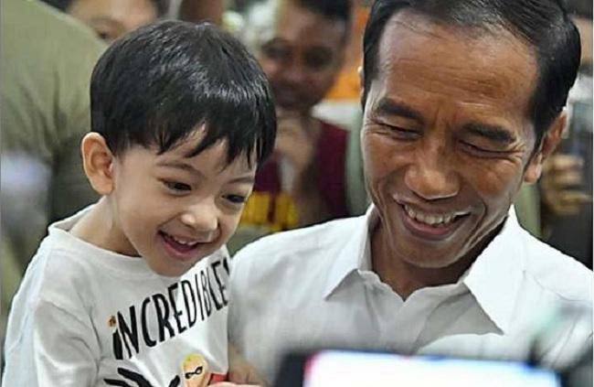 Cuma Jan Ethes Yang Berani Begini Sama Presiden Jokowi