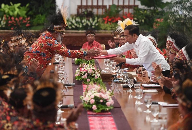 Presiden Jokowi Terima 61 Tokoh Papua di Istana Negara