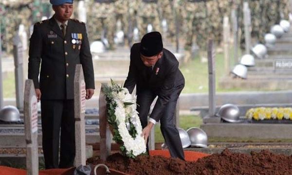 Jokowi: BJ Habibie Suri Tauladan Seluruh Anak Bangsa