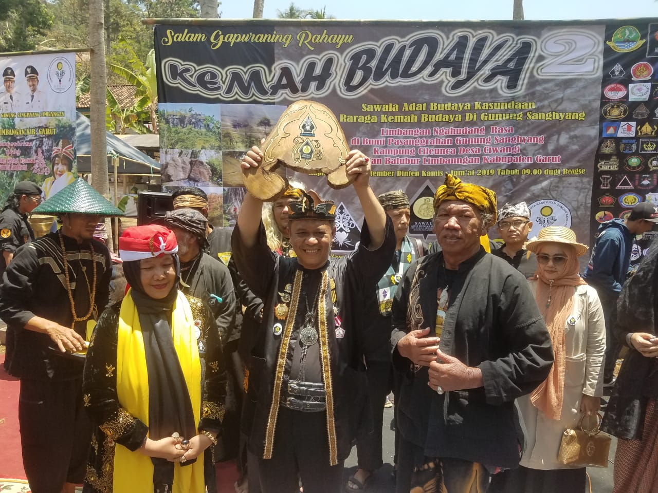 Anton Charliyan Dinobatkan Sebagai Tokoh Budaya Sunda