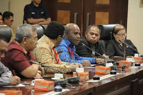 Terima DPRD Papua, Pemerintah Dorong Pendekatan Manusiawi