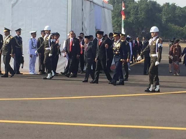 Presiden Jokowi Pimpin Peringatan HUT ke-74 TNI