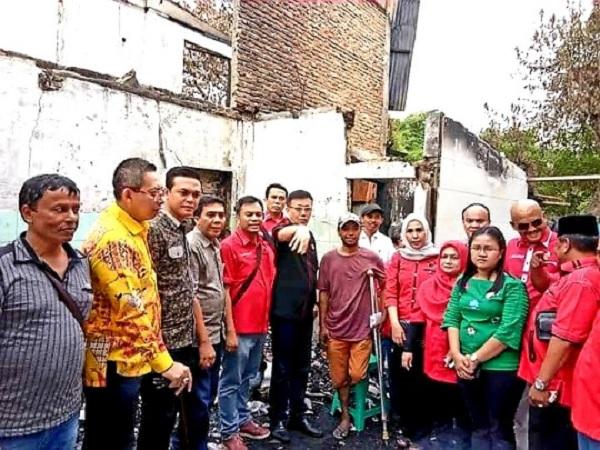 PDI Perjuangan Medan Serahkan Bantuan Korban Kebakaran