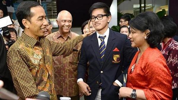 Jokowi Sempatkan Hadiri Wisuda Kaesang di Singapura