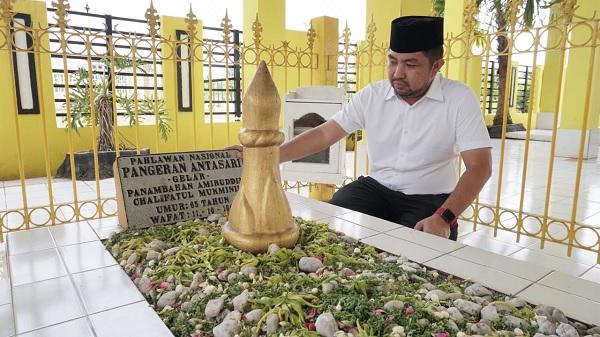 Bang Dhin Ziarah ke Makam Pangeran Antasari