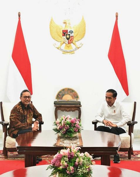 Presiden Jokowi Bertemu Zulkifli Hasan Menanyakan Ini