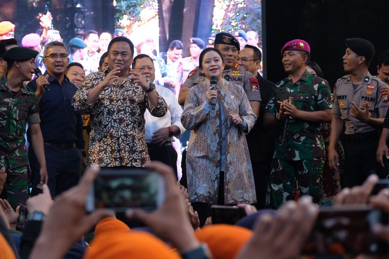 Seru! Puan Bernyanyi & Bergoyang Bersama Prajurit TNI/Polri