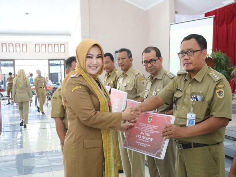 Sri Mulyani Serahkan Bantuan Rehab RTLH Rp25 Miliar
