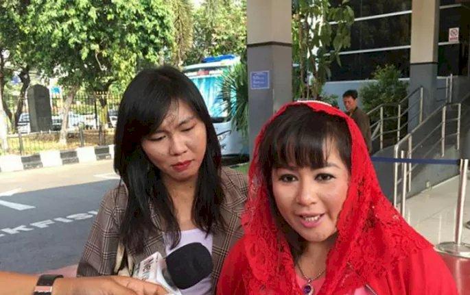 Dugaan Berita Bohong, Dewi Tanjung Laporkan Novel ke Polisi