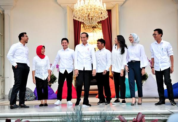 7 Staf Khusus Muda, Jokowi Minta Jadi Jembatan Milenial