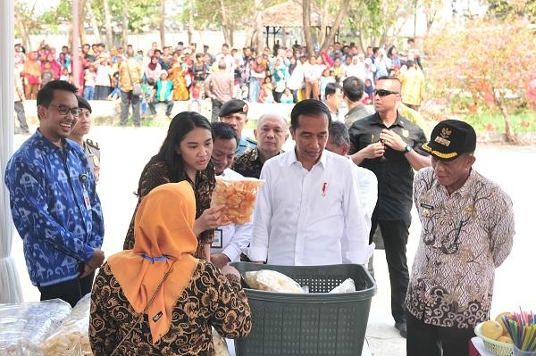 Jokowi ke Peserta Program Mekaar: Pinjaman Untuk Modal Usaha