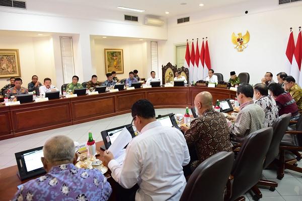 Jokowi Minta Manajemen Pengelolaan Cadangan Beras Dibenahi