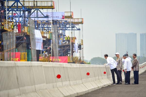 Jokowi: Kereta Cepat Jakarta-Bandung & LRT Tuntas Akhir 2021