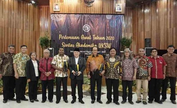 Hendrawan Supratikno Raih 'Award' Alumni UKSW Berprestasi