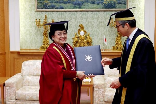 Anugerah DR HC, Komitmen Megawati Bagi Kemanusiaan