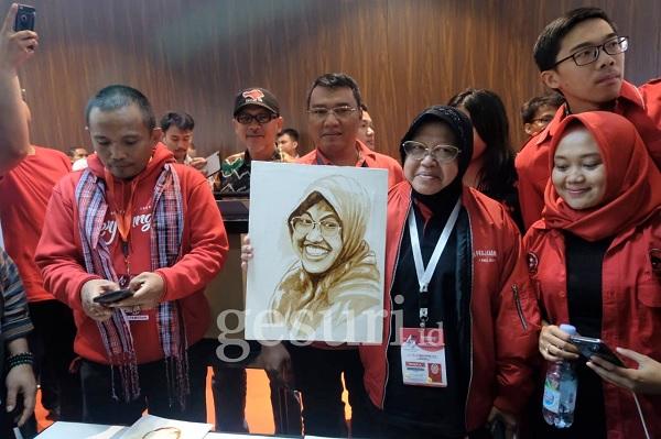 Dipuji Megawati, Risma Ucapkan Terima Kasih