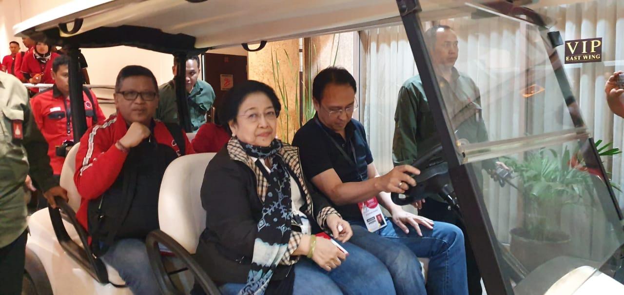 Disetiri Prananda, Megawati dan Hasto Pantau Lokasi Rakernas