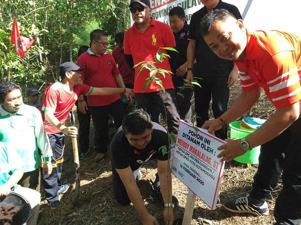 PDI Perjuangan Kotamobagu Tanam 1000 Pohon di Hutan Kota