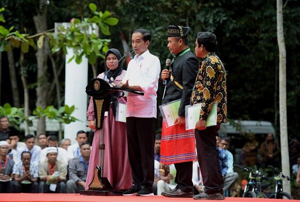 Jokowi: SK Perhutanan Sosial Bisa Dicabut Jika Tak Produktif