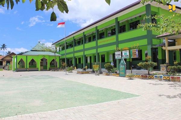 2019, 52 Sekolah & 31 Madrasah di Lampung Direhabilitasi