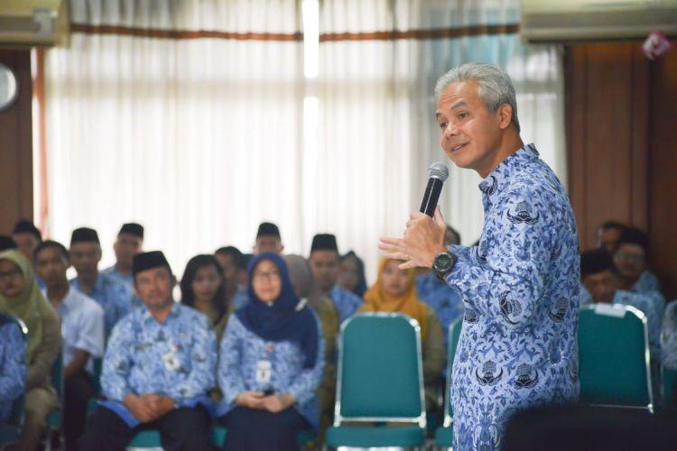 Omnibus Law, Ganjar Siap Sampaikan Opini Publik ke Jokowi