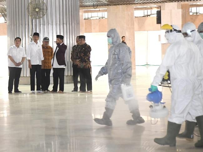 Presiden Jokowi Tinjau Sterilisasi Masjid Istiqlal Jakarta
