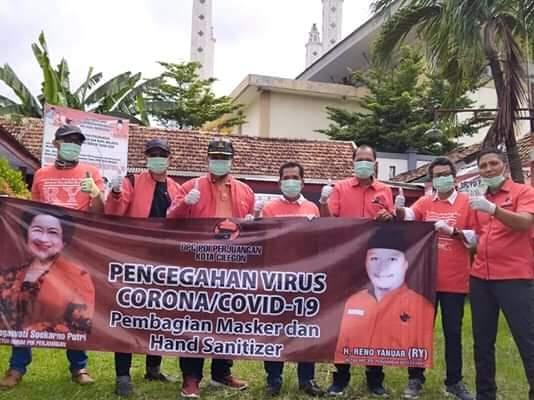 PDI Perjuangan Cilegon Bagi-Bagi Masker Gratis