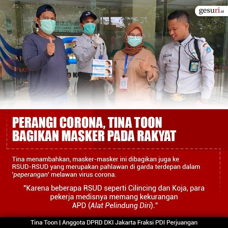 Perangi Corona, Tina Toon Bagikan Masker Pada Rakyat