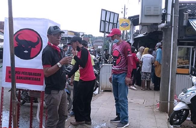 PDI Perjuangan Banjarnegara Pasang Wastafel & Bagikan Masker