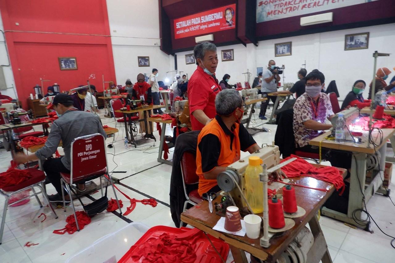 Dahsyat, Kantor PDI Perjuangan Jatim Jadi Pabrik Masker