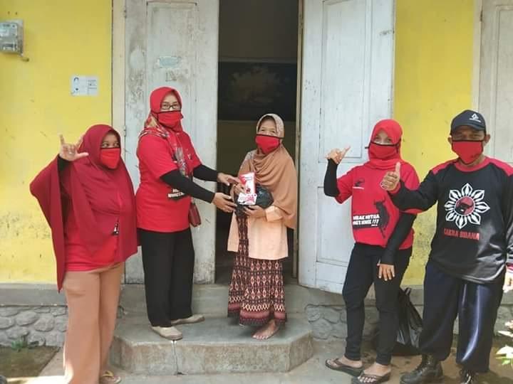 Bantu Rakyat Ditengah Corona, Paramitha Bagikan Sembako