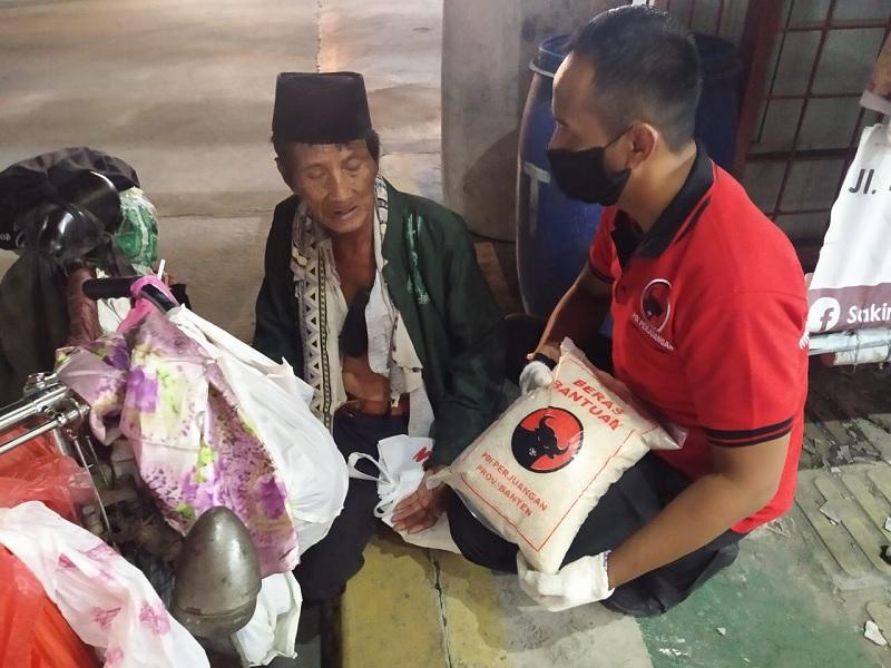Kader Banteng Cilegon RY Bagikan 15.000 Paket Sembako