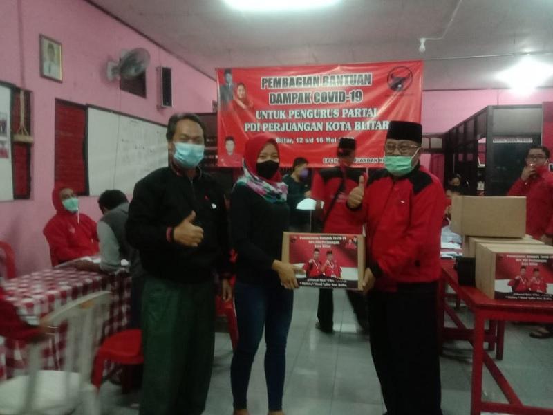 Banteng Blitar Sosialisasi Cegah Covid dan Beri Bantuan