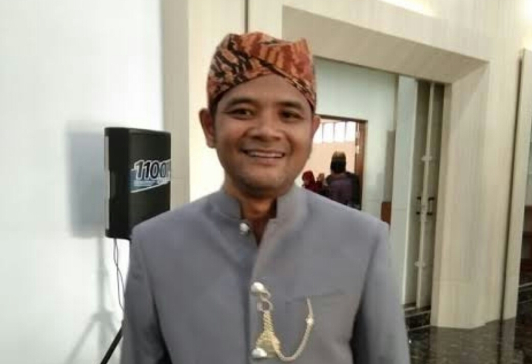 PDI Perjuangan Sukabumi Bagikan Sembako Untuk Mesin Partai