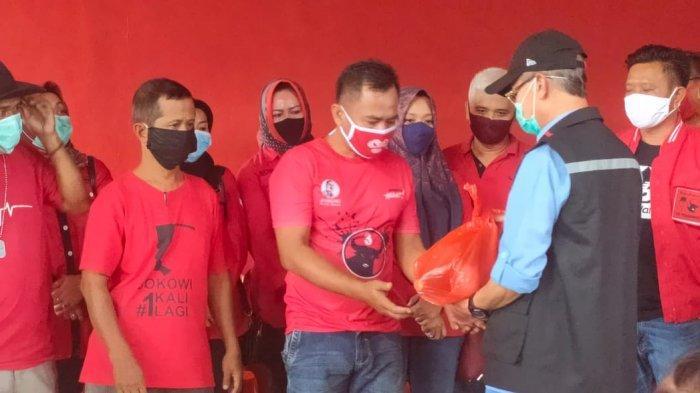 PDI Perjuangan Majalengka Bagikan Ribuan Paket Sembako
