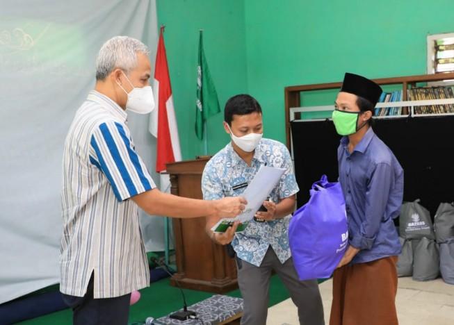 Sambangi Pondok Pesantren, Ganjar Beri Bantuan Sembako