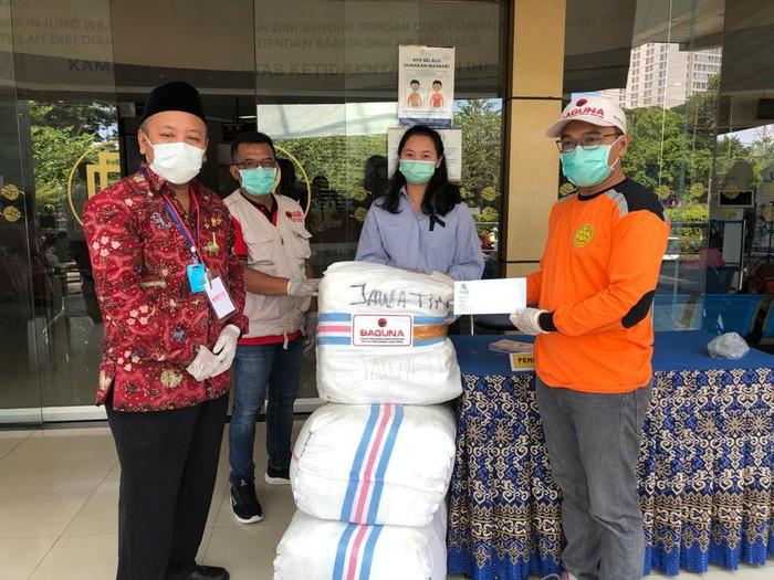 Baguna Jatim Salurkan 100 Baju Hazmat ke RS Royal Surabaya