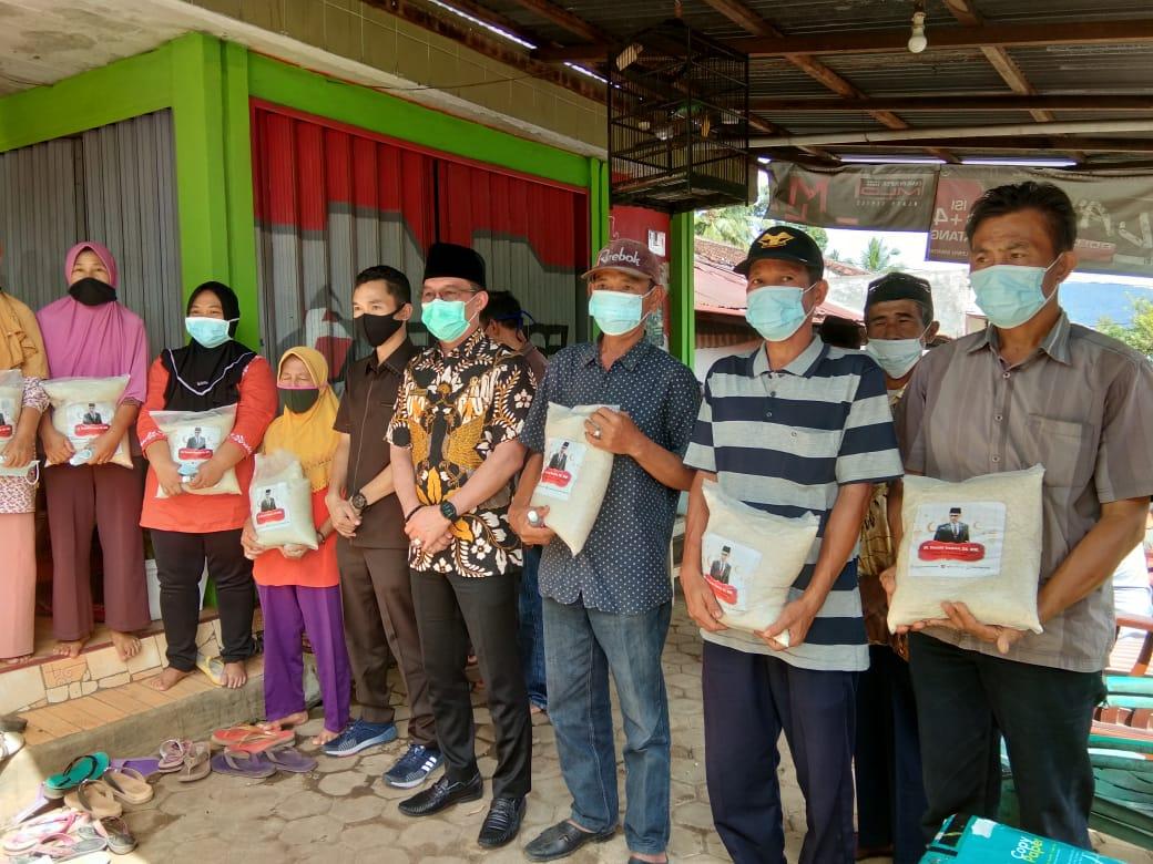 Yanuar & Azmi Kompak Beri Bantuan ke Masyarakat Tanggamus
