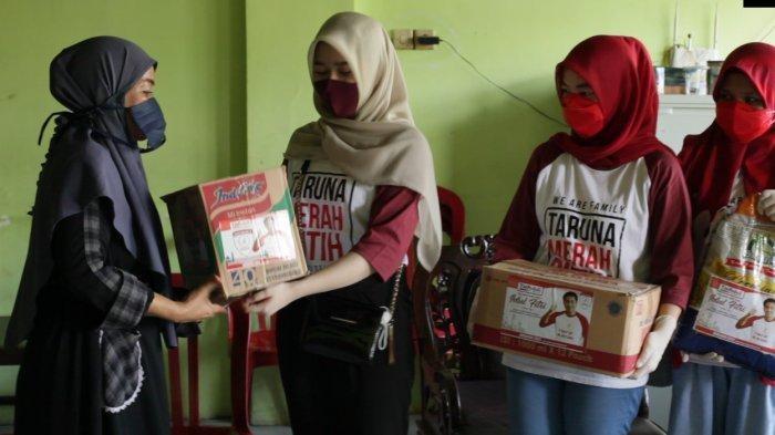 TMP Sulsel Serahkan 700 Paket Sembako Bagi Guru Ngaji