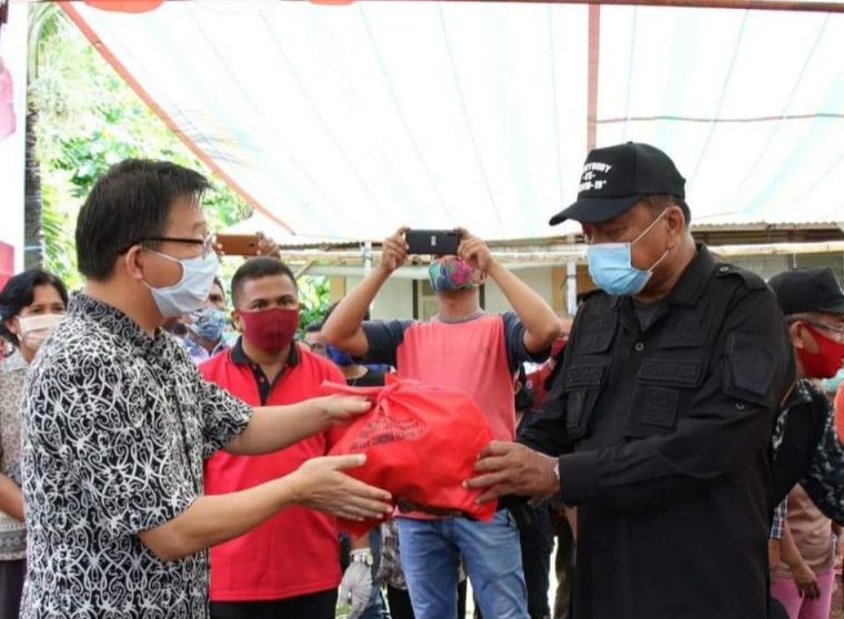 Olly Bagikan 3.109 Paket Bantuan di Lima Pulau