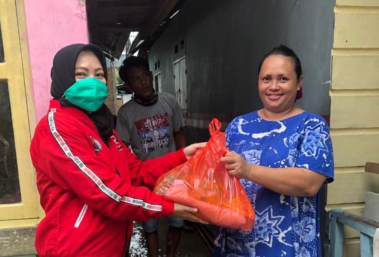 Srikandi Banteng Gorontalo Venny Kembali Bagikan Sembako